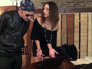 Gabriela paye la facture avec son cul de pucelle