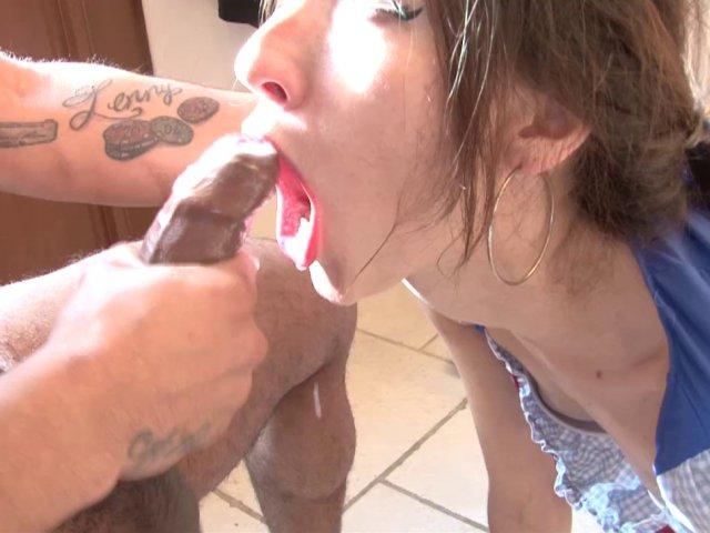 Etudiante rebeu sert de vide couilles pour un tournage porno