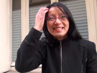 Sodomie d'une jeune et jolie asiatique recrutée dans la rue