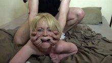 Défonce hard pour une blonde aux yeux bleus