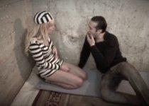 Voir la vidéo: Prisonnière très docile qui aime le foutre chaud
