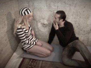 Vanessa, une prisonnière baisée par Max