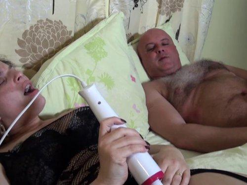 femme mature qui se masturbe entrecoquines com