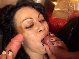 Candice tente d'avaler désespérément une bite de 26 cm