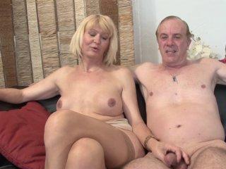 Anaïs et Claude, un couple de normandie qui vient visiter la maison du sexe ! 1