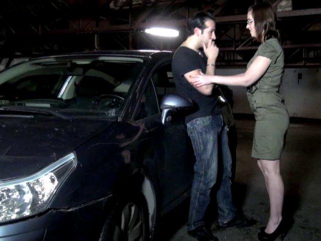 baiser un gay suce en voiture