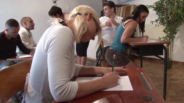 720x405 107 - Amélie dispense ses cours d'éducation sexuelle comme une pro!