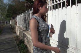 femme arabe se tartine les seins de sperme