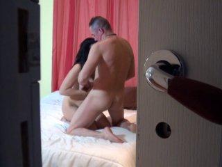 Mariza arrive dans notre maison d'hôte et se paye un moment de détente orgasmique ! 4