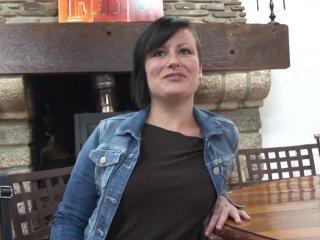Brunette 23 ans termine son casting avec une éjac buccale