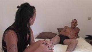 Natacha se fait bouillave l'anus lors d'une baise incestueuse