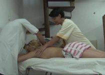 Voir la vidéo: Partouze avec le massage pour trois salopes