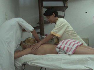 Une séance de massage et une partouze intense