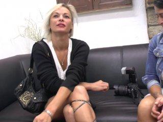 Un casting porno amateur rare tout en sensualité
