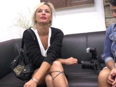 Imany est une sublime blonde de 32 ans qui nous arrive du pays basque. Elle est