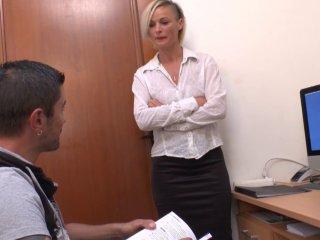 Une prof de géographie très sexy avec son élève