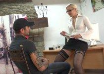 Voir la vidéo: Ladypam une salope autoritaire qui cherche un plan cul