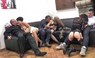 Aujourd'hui, quatre couples se sont rejoints pour une soirée privée échangiste particulièrement orgasmique