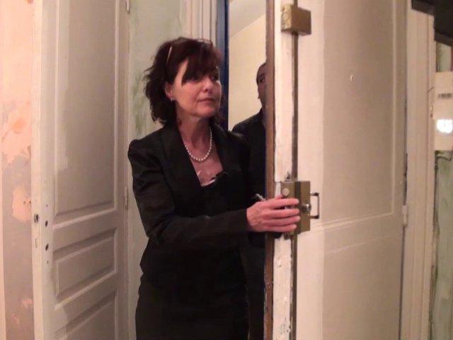 Joyce donne de sa personne pour une location d'appartement!