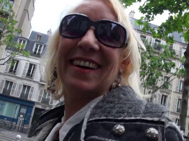 cette amatrice de 50 ans sur paris cherche une jeune queue