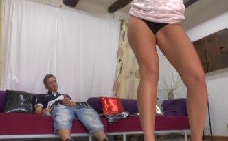 Anaïs est une danseuse et strip-teaseuse de 27 ans ultra chaude