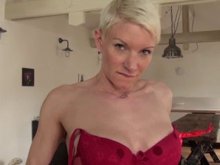 On caste la belle mia, une célibataire de 36 ans en manque de queue.
