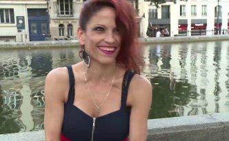 On retrouve la charmante Nikki, originaire de Roumanie, qui est venue en France pour pratiquer son activité, à savoir baiser pour du fric