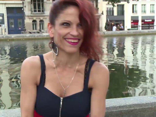 Une jolie roumaine très salope en France