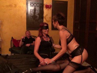 Séquence insolite et interdite ! Catalya fête les 21 ans de sa fille en l'invita