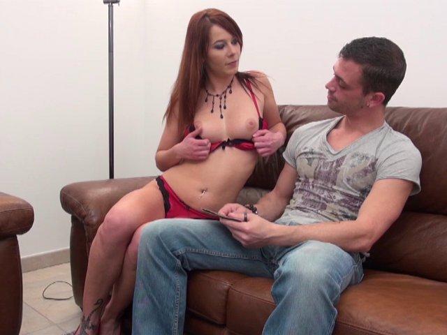 Vierge rousse à petit seins dépucelée par son grand frère - סרטי סקס