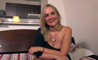 Tara est une ravissante trentenaire de Bordeaux, infirmière par dessus le marché