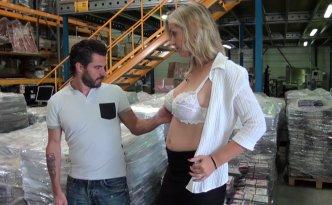 Mickaël a rendez-vous dans une usine pour un poste de manutentionnaire