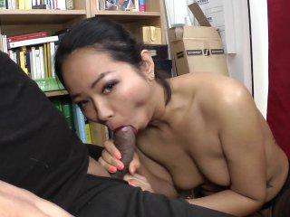 Jolie asiatique, serveuse le jour, escort la nuit !-image3