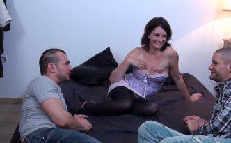 Eva est en galère de thune et son mari refuse de lui laisser des sous pour aller s'amuser avec ses copines