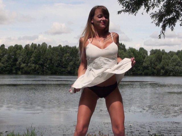 Tiffany, 22 ans, baisée en public au bord d'un lac - סרטי סקס