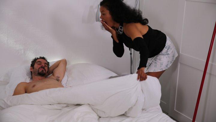 720x405 4290 - Femme de ménage asiatique se fait sodomiser par son client