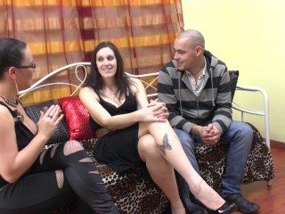 Lana, vendeuse de 28 ans, vient accompagnée de sasha pour un casting de folie!