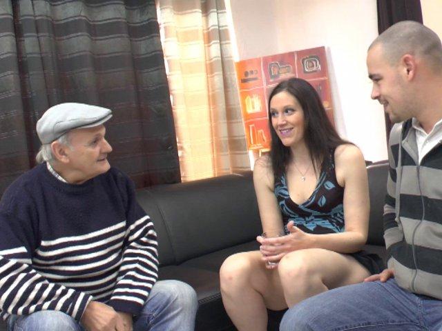 Trio porno exceptionnel avec une femme qui rencontre papy pervers