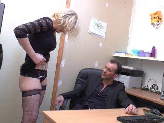 Une comptable, escort la nuit, doit rembourser son patron en nature.