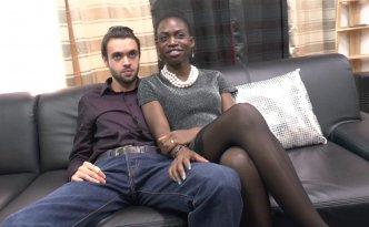Jayna est une magnifique black de 22 ans venue tout droit du Sénégal et qui étudie pour devenir infirmière