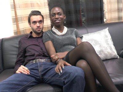 Jayna est une magnifique black de 22 ans venue tout droit du Sénégal et qui étud