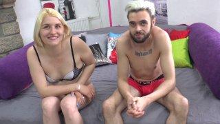 Sarah, libertine de Rennes, passe un casting porno sans son mari