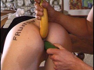 Une petite banane dans le cul par son patron