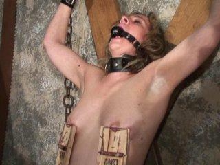 Sévices et humiliations pour une femme mure