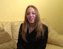 220x170 38 - Lily, 23 ans, jolie blonde à la poitrine laiteuse, veut faire du X!