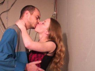 Le patron baise la femme de son employé