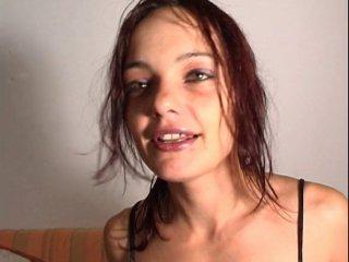 Alicia le casting d'une femme fontaine
