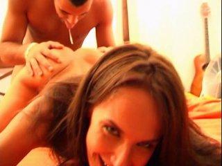 L'amatrice aux petits seins passe un casting porno amateur
