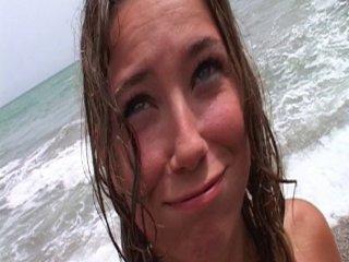 Ejaculation faciale pour une jeune étudiante au bord de l'eau