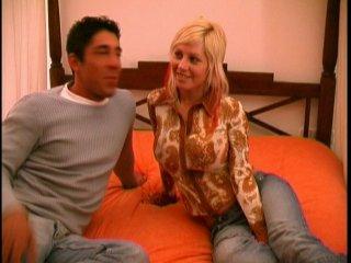 Casting porno d'une blonde aux gros nichons